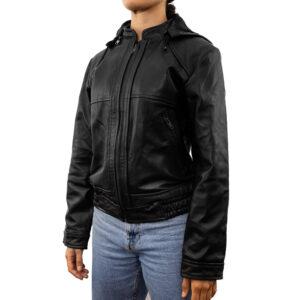 Jacket de cuero con gorro desprendible