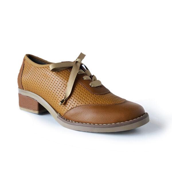 Zapato de cuero con petatillo